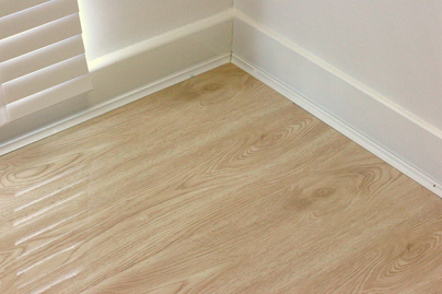 Sandy Oak High-Gloss Laminate Flooring